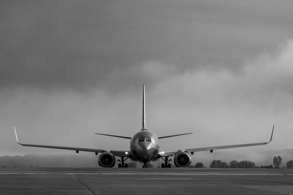 Front facing photo of a commercial airplane